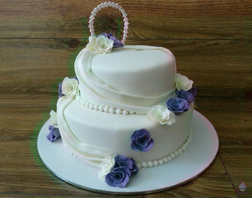 Двухъярусный свадебный торт из натуральных ингредиентов